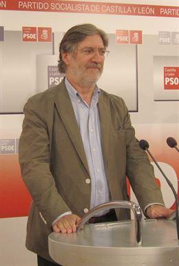 Pérez Tapias en la sede socialista de Castilla y León